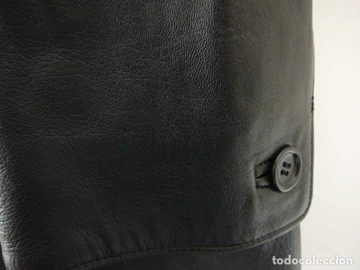 Segunda Mano: Cazadora de cuero negro Abrigo tres cuartos Cortefiel. 48 Talla M. Piel Ovino - Foto 14 - 156745030