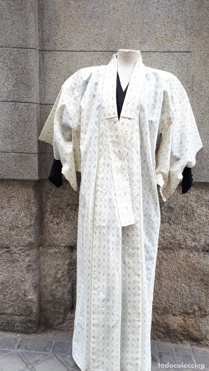KIMONO JAPONÉS SIN FORRO COLOR CRUDO CON PEQUEÑO DIBUJO EN NEGRO (Segunda Mano - Ropa y Complementos)