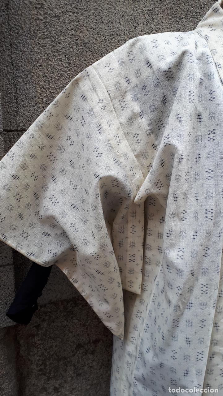Segunda Mano: KIMONO JAPONÉS SIN FORRO COLOR CRUDO CON PEQUEÑO DIBUJO EN NEGRO - Foto 2 - 160857402