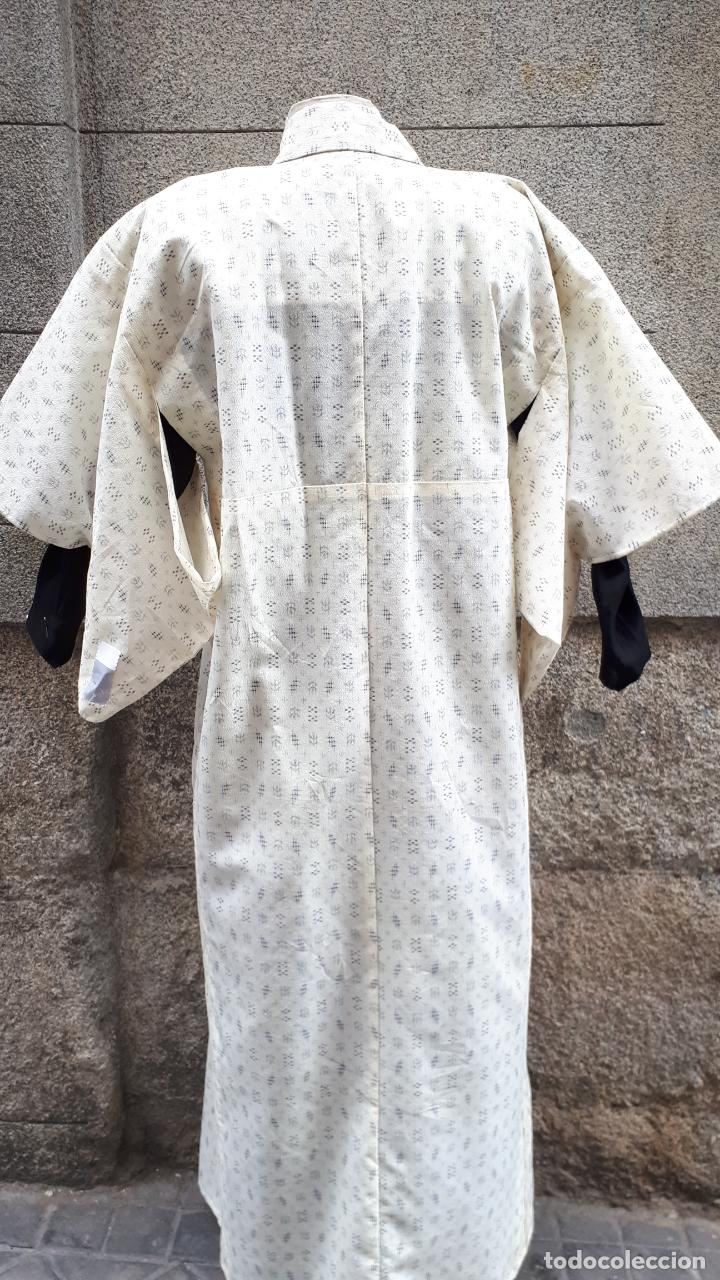 Segunda Mano: KIMONO JAPONÉS SIN FORRO COLOR CRUDO CON PEQUEÑO DIBUJO EN NEGRO - Foto 3 - 160857402