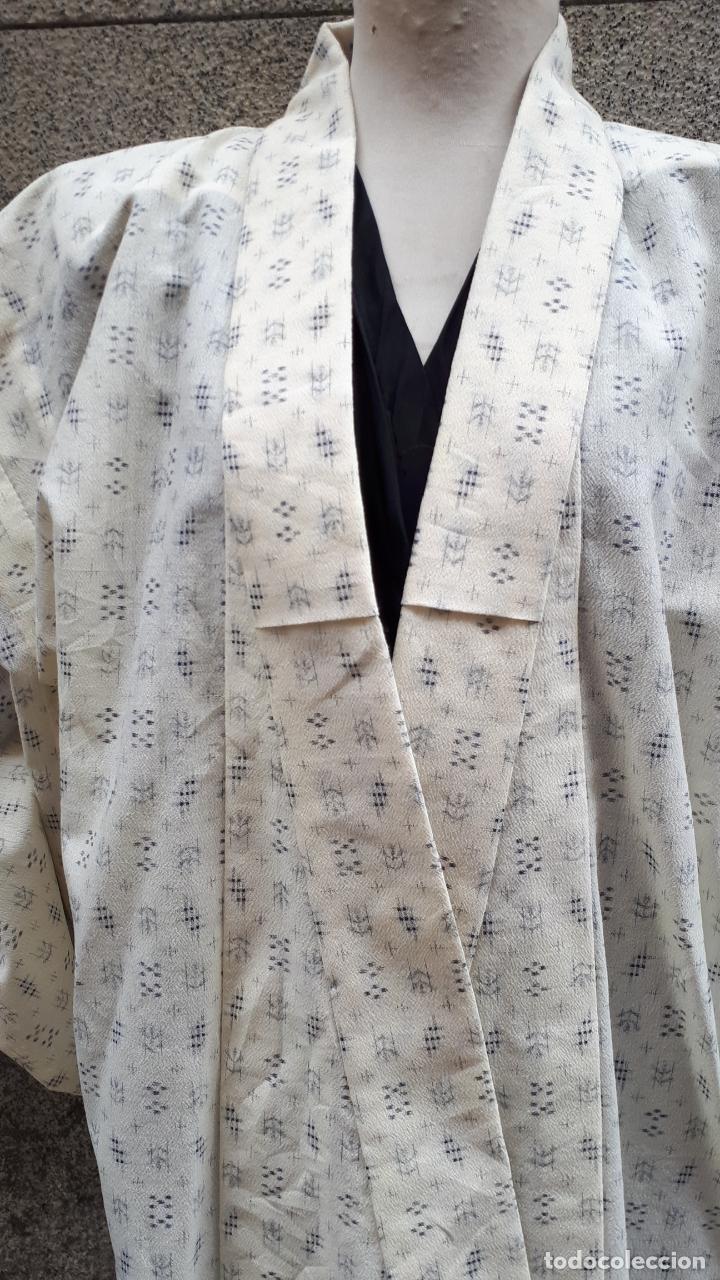Segunda Mano: KIMONO JAPONÉS SIN FORRO COLOR CRUDO CON PEQUEÑO DIBUJO EN NEGRO - Foto 4 - 160857402
