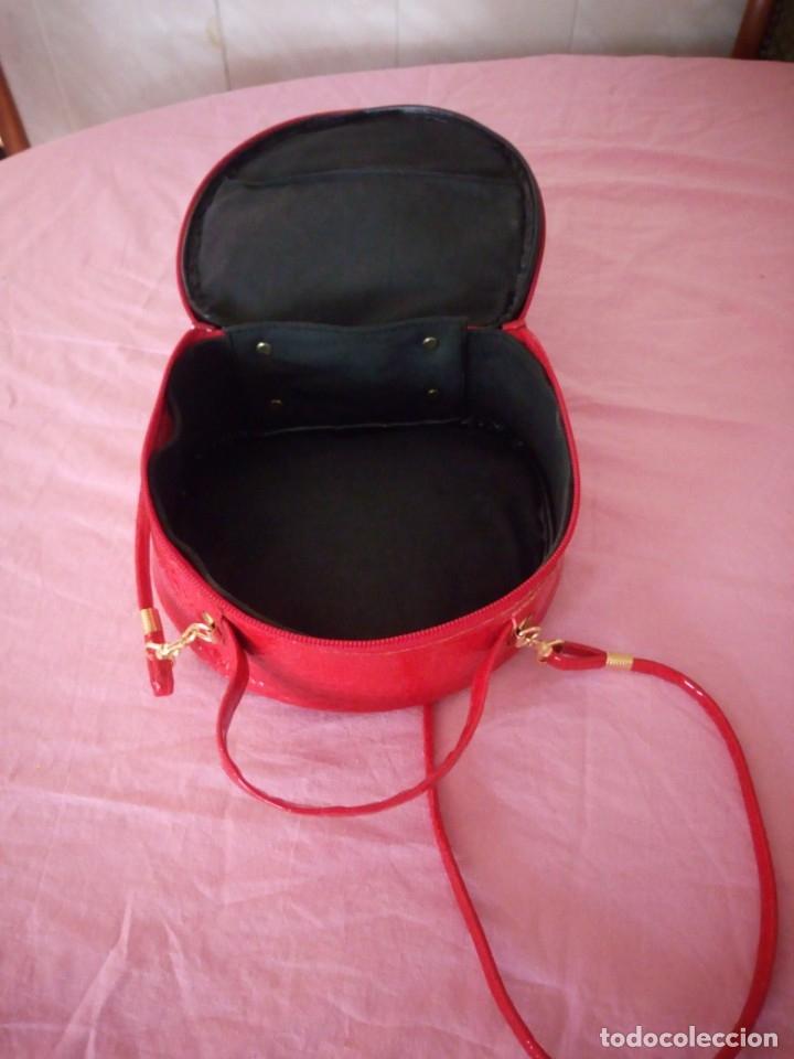 Segunda Mano: Bonito bolso rojo efecto piel de cocodrilo estilo bandolera - Foto 6 - 172246198