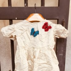 Segunda Mano: VESTIDO INFANTIL PPIO XX MARIPOSAS BORDADAS AZUL ROJO ALGODON AÑOS 30 40. Lote 182630176