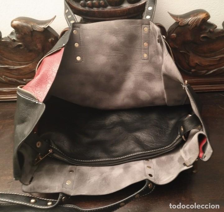 Segunda Mano: Gran y original bolso piel negro y rojo - tres piezas - ver fotos descripción - 58cm x 48cm x 10cm - Foto 2 - 183177616