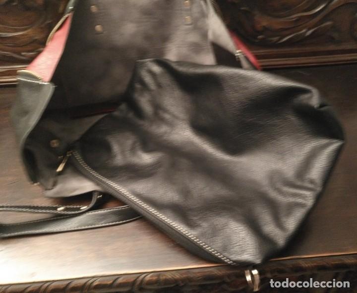Segunda Mano: Gran y original bolso piel negro y rojo - tres piezas - ver fotos descripción - 58cm x 48cm x 10cm - Foto 3 - 183177616