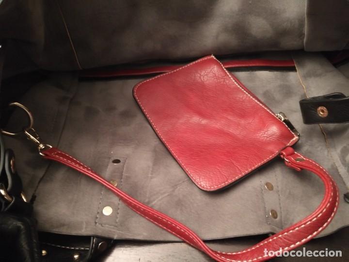 Segunda Mano: Gran y original bolso piel negro y rojo - tres piezas - ver fotos descripción - 58cm x 48cm x 10cm - Foto 7 - 183177616