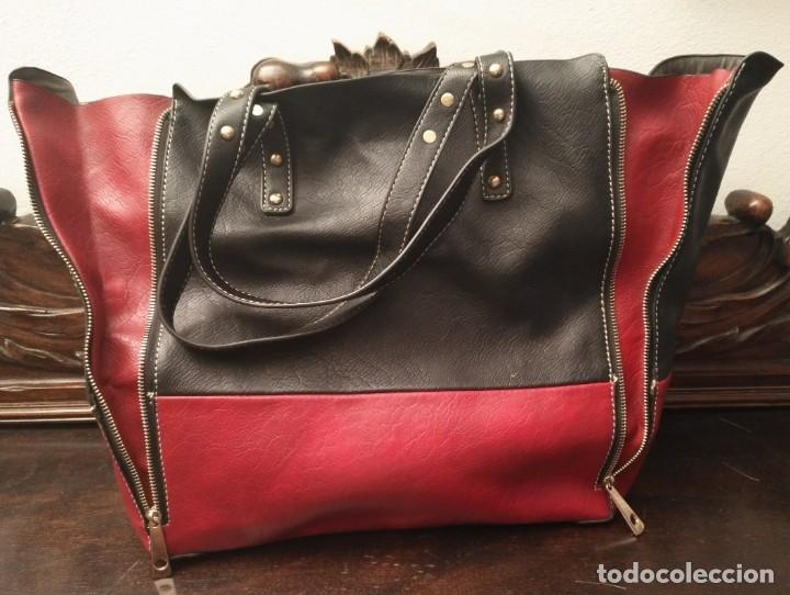 Segunda Mano: Gran y original bolso piel negro y rojo - tres piezas - ver fotos descripción - 58cm x 48cm x 10cm - Foto 10 - 183177616