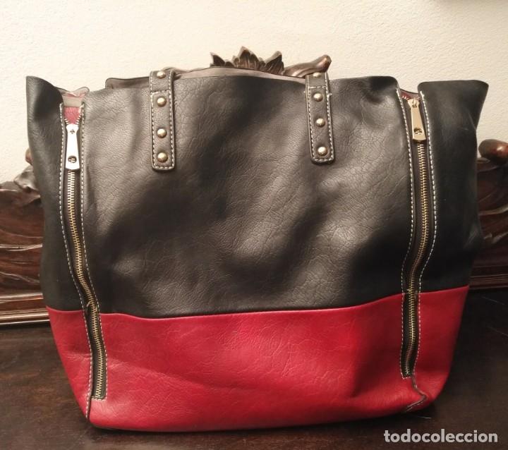 Segunda Mano: Gran y original bolso piel negro y rojo - tres piezas - ver fotos descripción - 58cm x 48cm x 10cm - Foto 11 - 183177616