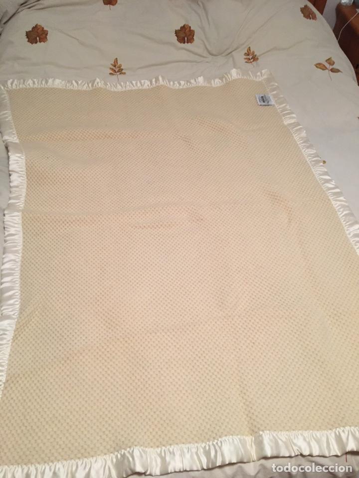 Segunda Mano: Manta de pura lana virgen hecha en Leon color hueso - Foto 5 - 195353368