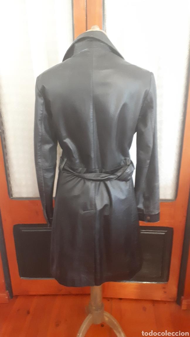 Segunda Mano: Chaqueta abrigo piel negra talla 40 tres cuartos entallada cinturón vintage - Foto 3 - 195472686
