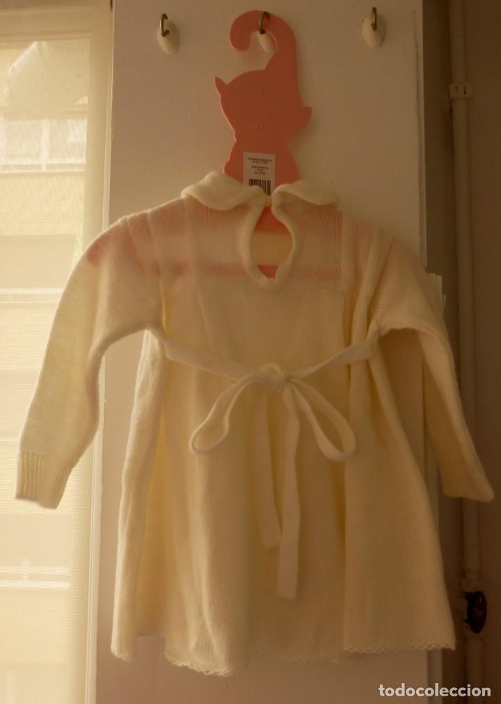 Segunda Mano: Vestido de punto con flores bordadas Pili Carrera, talla 6 meses. Percha regalo - Foto 6 - 206836222