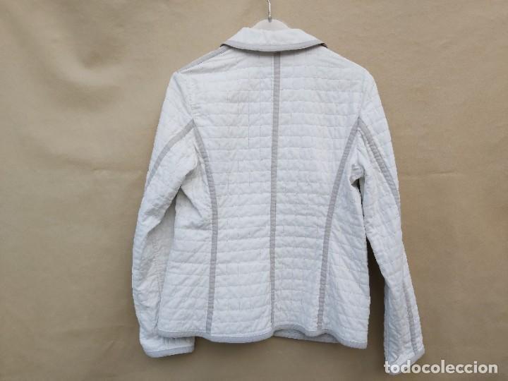 Segunda Mano: Chaqueta Burberry en blanco y gris talla 42 - Foto 2 - 245712910
