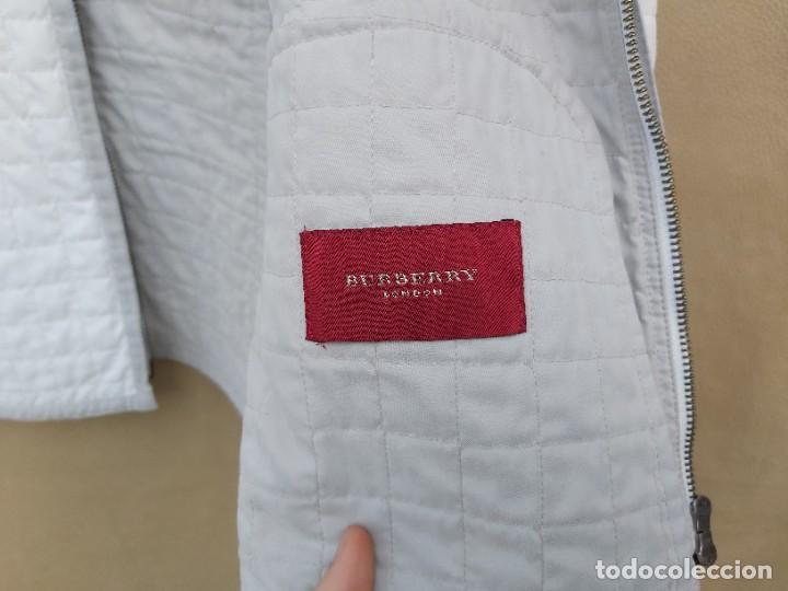 Segunda Mano: Chaqueta Burberry en blanco y gris talla 42 - Foto 3 - 245712910