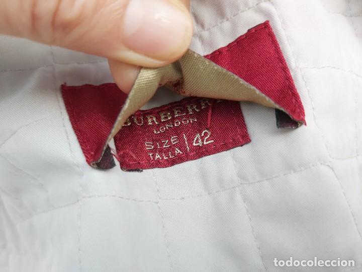 Segunda Mano: Chaqueta Burberry en blanco y gris talla 42 - Foto 4 - 245712910