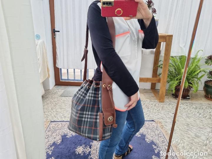 Segunda Mano: Precioso bolso tipo saco marca Burberry - Foto 2 - 268731729