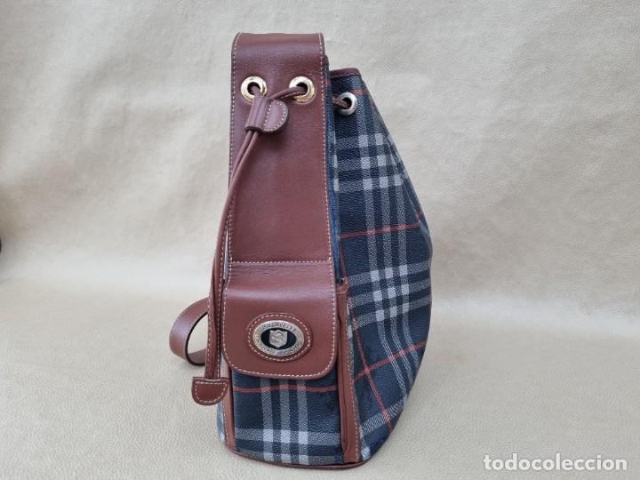 Segunda Mano: Precioso bolso tipo saco marca Burberry - Foto 3 - 268731729