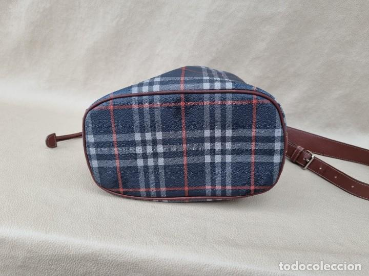 Segunda Mano: Precioso bolso tipo saco marca Burberry - Foto 9 - 268731729