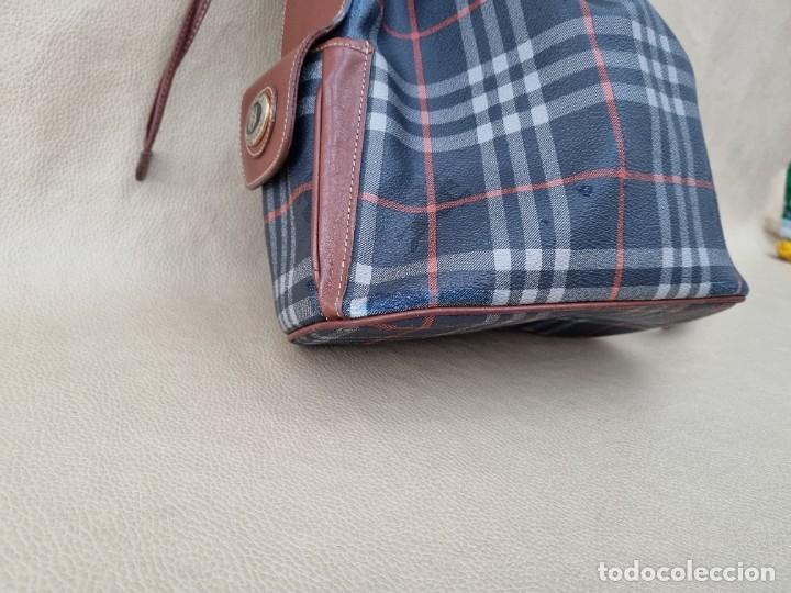 Segunda Mano: Precioso bolso tipo saco marca Burberry - Foto 11 - 268731729