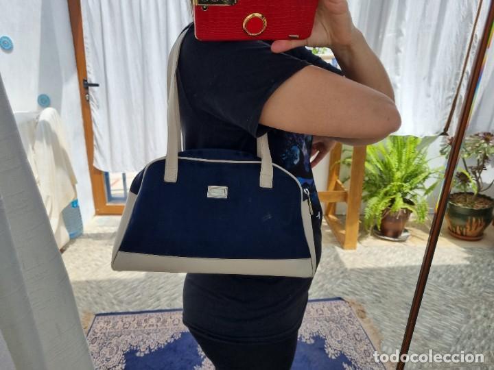 Segunda Mano: bolso de hombro marca Burberry en lona azul marino - Foto 2 - 268734844
