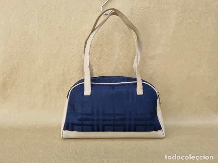 Segunda Mano: bolso de hombro marca Burberry en lona azul marino - Foto 3 - 268734844