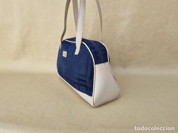 Segunda Mano: bolso de hombro marca Burberry en lona azul marino - Foto 4 - 268734844