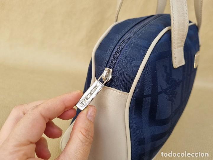 Segunda Mano: bolso de hombro marca Burberry en lona azul marino - Foto 5 - 268734844