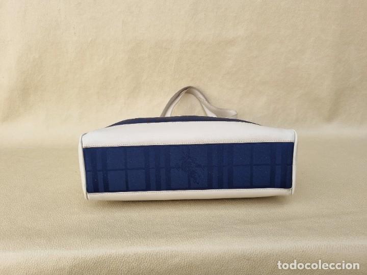 Segunda Mano: bolso de hombro marca Burberry en lona azul marino - Foto 7 - 268734844