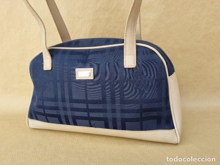 Segunda Mano: bolso de hombro marca Burberry en lona azul marino - Foto 11 - 268734844