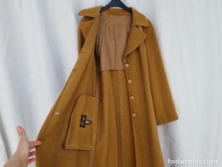 Segunda Mano: abrigo vintage color marrón camel talla 46 S - Foto 4 - 268736189