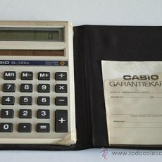 Segunda Mano: CALCULADORA SOLAR CASIO SL 300, AÑOS 75, DE 11,5X7,5X1 CM., CON CARTERITA, MÚLTIPLES FUNCIONES.. Lote 26211277