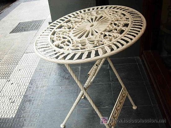 Mesa hierro plegable y ovalada con dos sillas p vendido for Sillas de terraza de segunda mano