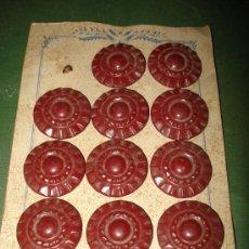 Segunda Mano: ANTIGUO CARTON CON BOTONES TOTALMENTE METALICOS.MIDE EL CARTON 18X12 CM..AÑO 1940-50.. Lote 22231022