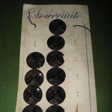 Segunda Mano: ANTIGUO CARTON CON BOTONES.FABRICADOS EN BAQUELITA O SIMILAR .DIAMETRO 2,70 CM..AÑO 1940-50.. Lote 22231156