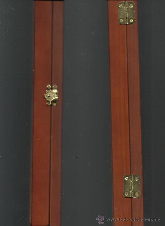 Segunda Mano: PRECIOSA Y RARA COLECCION DE MEDALLAS MONTADA EN ARMARIO 35 x 23 cm.DE MADERA CON TAPA DE CRISTAL - Foto 2 - 27522675