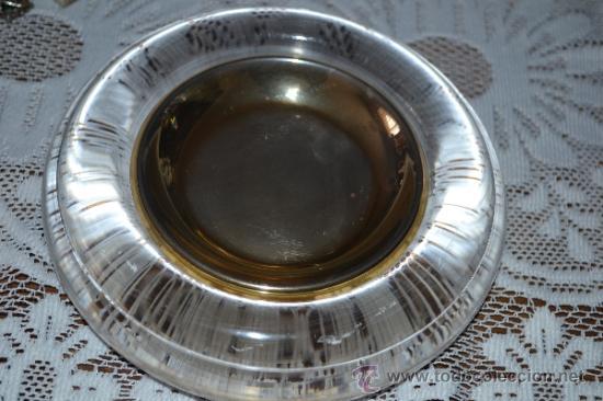 PLATILLO DORADO DENTRO DE UNA PIEZA DE CRISTAL . (Segunda Mano - Hogar y decoración)