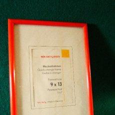 Segunda Mano - CUADRO CON MARCO PASTA DURA ROJA CON VIDRIO - 14X10 CM - MIN ART GALERY GERMANY -SIN USAR - AÑO 1988 - 36901329
