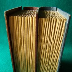 Segunda Mano: DOS CAJITAS UNIDAS PARA GUARDAR COSAS DE VALOR SIMULANDO SER DOS LIBROS-15X10X8CM-DECADAS 1940-1960?. Lote 37064590