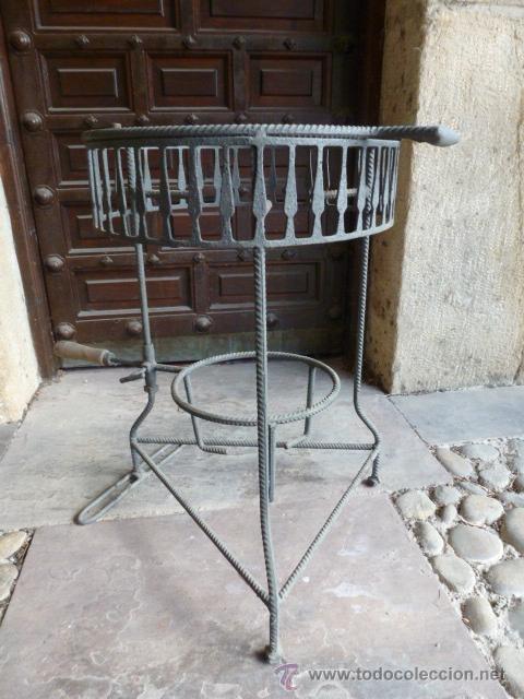 Segunda Mano: Soporte de hierro para cazuela de barro o metalica, 39 cm de diametro,59 cm altura - Foto 3 - 41045252