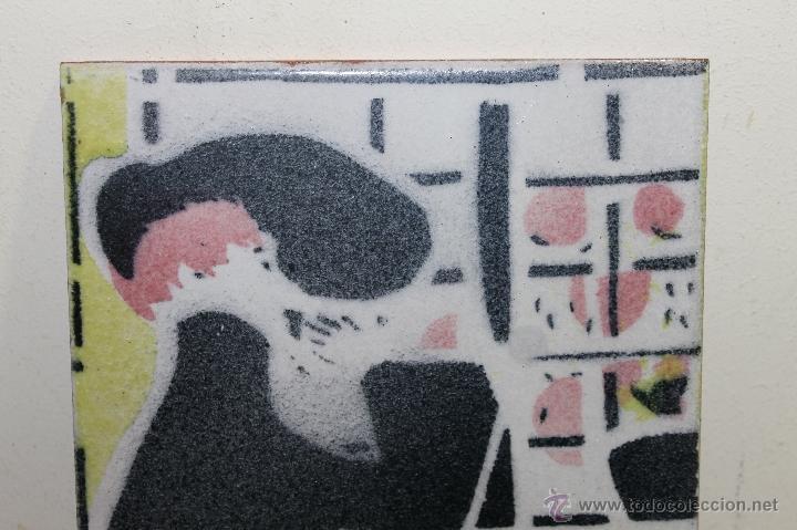 Segunda Mano: BALDOSA ESMALTADA A MANO, INSPIRADA EN LA OBRA DEL PINTOR XAVIER GOSÉ - AÑO: 1980 - Foto 2 - 41079501