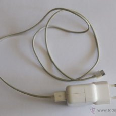 Segunda Mano: CABLE ADAPTADOR DE CORRIENTE ORIGINAL APPLE IPAD IPHONE 10W + 2 CABLES USB. Lote 44989715