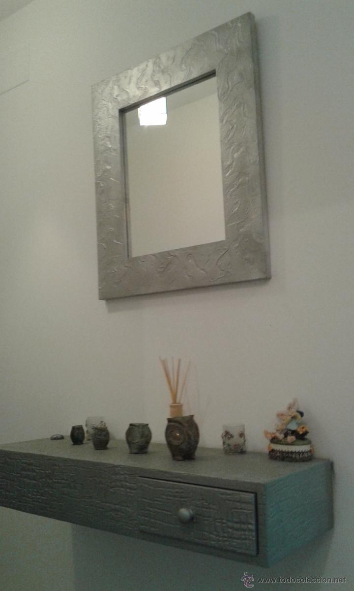 espejo con marco de relieve plateado y taquillon idem segunda mano hogar y decoracin