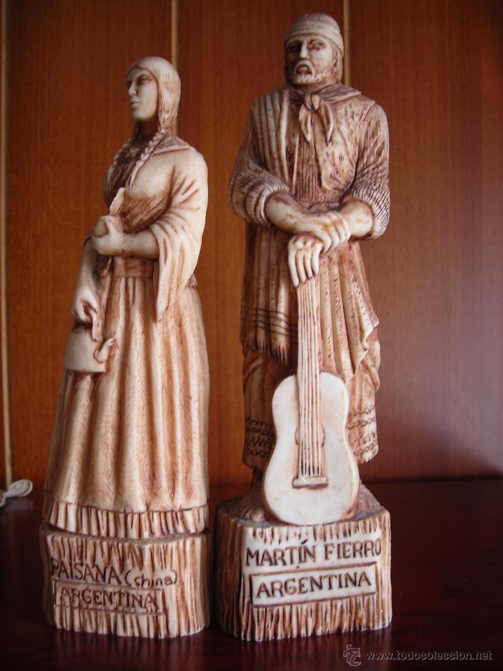 RECUERDO DE ARGENTINA, BONITA PAREJA DE GAUCHO Y PAISANA HECHO EN AMALGAMA DE HUESO MOLIDO. (Segunda Mano - Hogar y decoración)