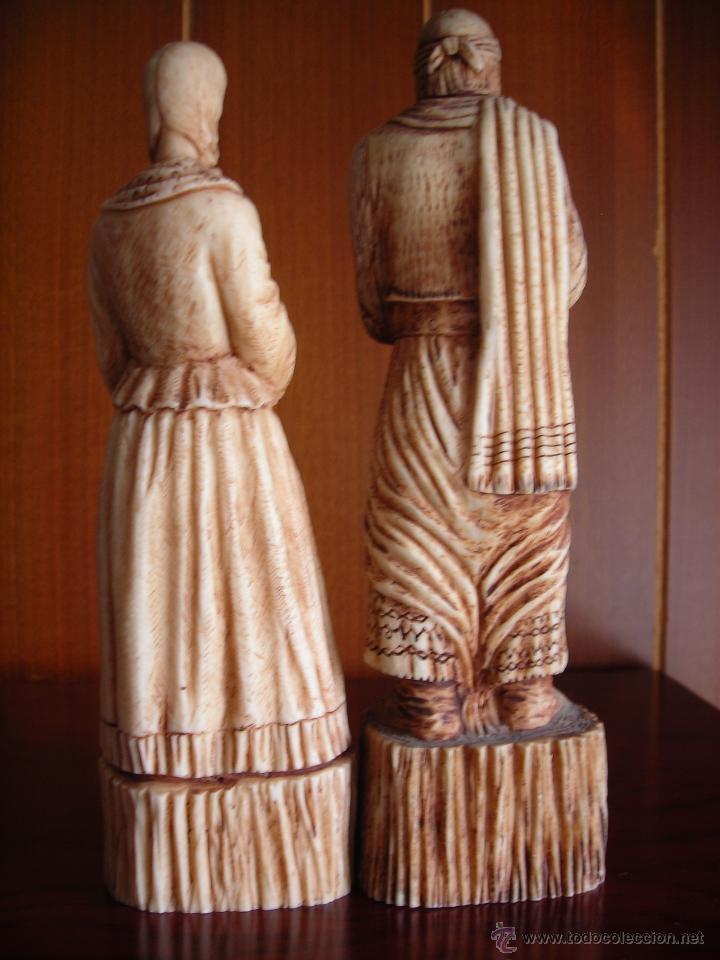 Segunda Mano: Recuerdo de Argentina, bonita pareja de gaucho y paisana hecho en amalgama de hueso molido. - Foto 2 - 168816444