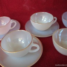 Segunda Mano: TAZAS DE CAFÉ VINTAGE EN CRISTAL DE COLORES BORDE DORADO 3 TAZAS CON PLATO DOS SOLAS-ARCOPAL. Lote 69838603