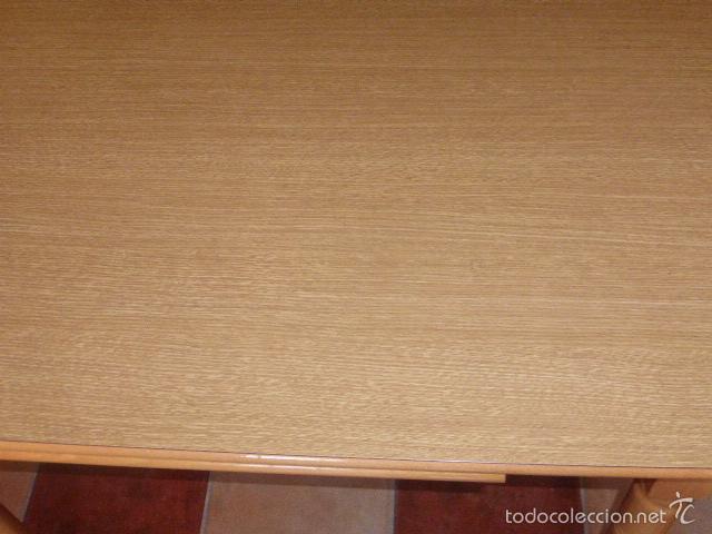 segunda mano mesa de cocina extensible de madera en color pino claro foto