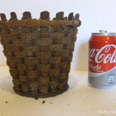 Zweite Hand - Antiguo cesto de mimbre madera y cuerda. - 62206772
