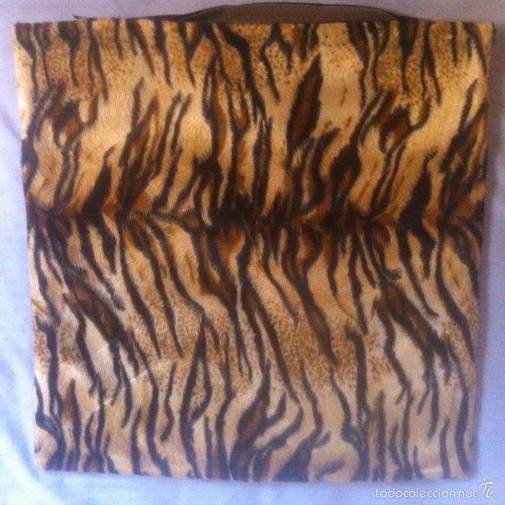 Segunda Mano: Fundas cojines pulipiel e imitación a piel de tigre - Foto 4 - 62403199
