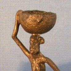 Segunda Mano - pequeña figura africana de bronce, (8cm aprox de alto) - 159222733