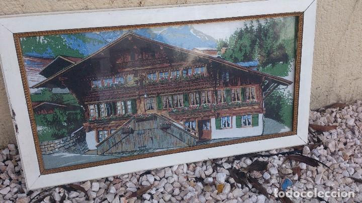Segunda Mano: Precioso cuadro con imagen de casa típica de los alpes,suiza,es un tapiz enmarcado. - Foto 2 - 68319617