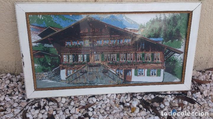 Segunda Mano: Precioso cuadro con imagen de casa típica de los alpes,suiza,es un tapiz enmarcado. - Foto 3 - 68319617